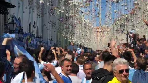 Gran banderazo argentino en pleno centro de Moscú