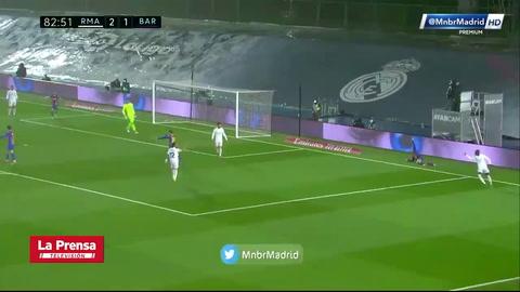 El penal que pidió todo Barcelona en los últimos minutos del clásico ante Real Madrid