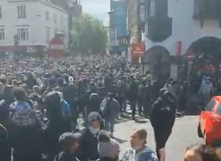 La ciudad de Leicester ha sido confinada tras varias aglomeraciones