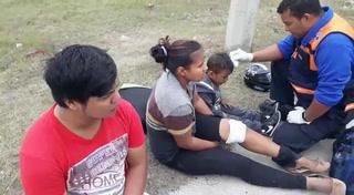 Familia sufre accidente en motocicleta en anillo periférico de la capital