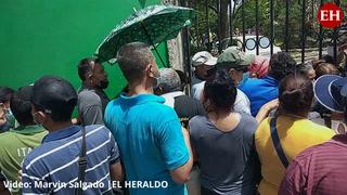 ¡En desorden! Así se realiza la vacunación contra el covid en el Luis Bográn de la capital