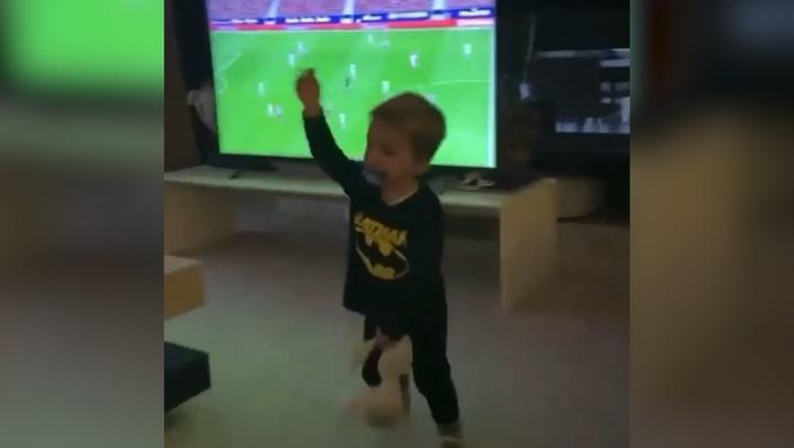 La divertida reacción de los hijos de Alice Campello y Álvaro Morata al ver a su padre jugando por la tele