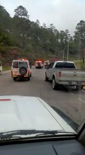 Ambulancias acuden al centro penal La Tolva para trasladar más heridos