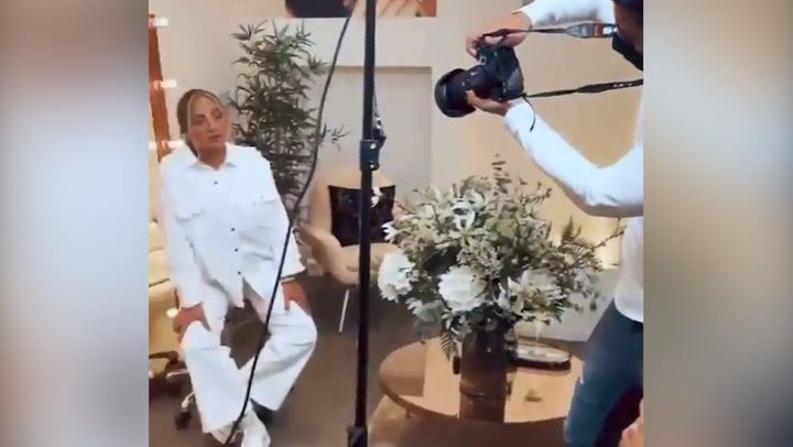 El espectacular cambio de imagen de Rocío Flores en su debut como modelo de fotografía