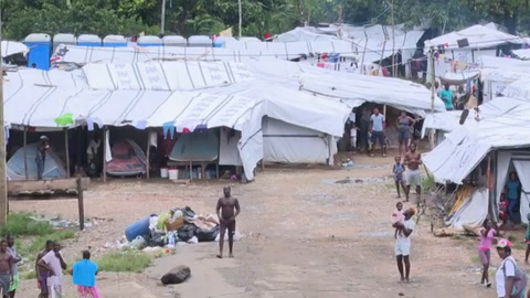 Desesperación y violencia amenaza campamento para migrantes varados en Panamá