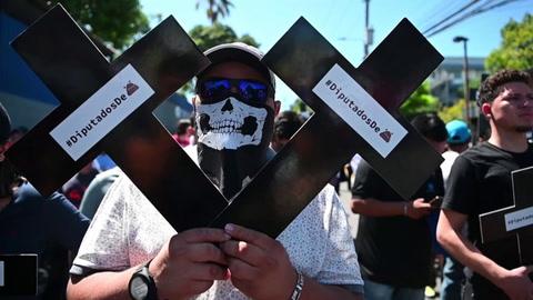 Salvadoreños exigen a Congreso que apruebe crédito para seguridad pública