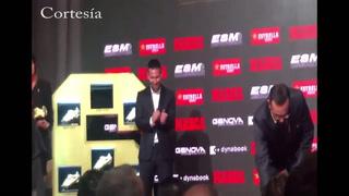 Mateo y Tiago entregan a Leo Messi la sexta Bota de Oro