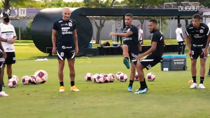 Corinthians' complete the first training session of the week