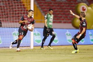 Roger Rojas marca doblete, pero Alajuelense queda eliminado en el torneo tico