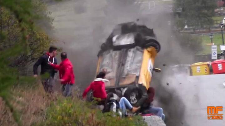 Rallybil kjørte rett inn i folkemengde
