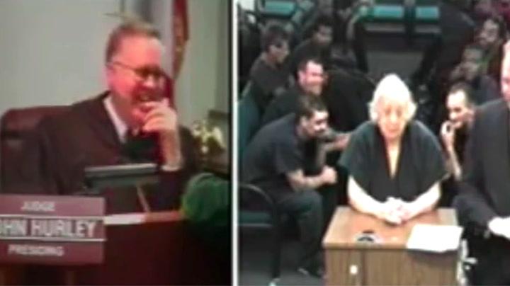 Tiltalt bestemor (80) ga dommeren latterkule