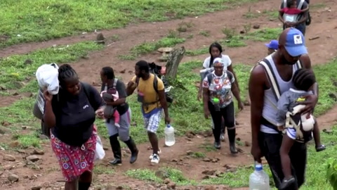 Migrantes haitianos cruzan selva de Colombia rumbo a frontera con Panamá