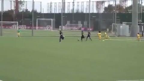 Thiago Messi marcó un gol en las inferiores del Barcelona que se hizo viral