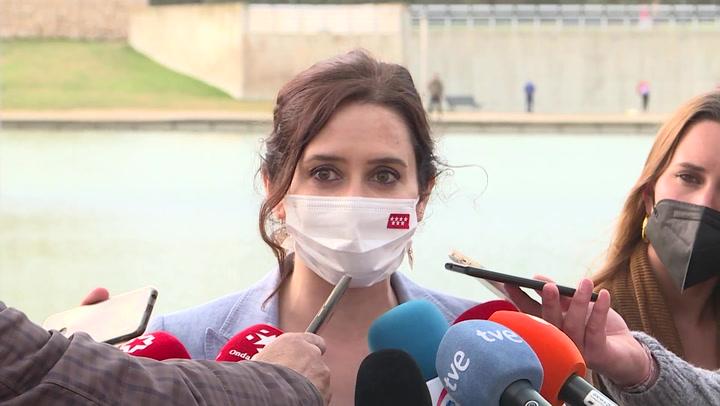 Ayuso estudia la posibilidad de hacer PCR en los hoteles ante la llegada de turistas a Madrid