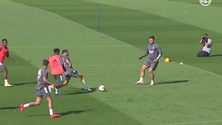 Jovic tuvo una participación muy activa en el entrenamiento del martes del Real Madrid.mp4