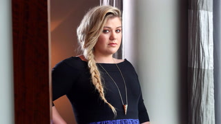 Kelly Clarkson Wants to Be Independent of This $8.75M Mansion—Would You?