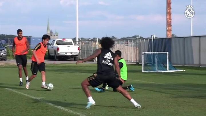 Kubo ya marca en los entrenamientos del Real Madrid