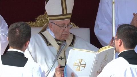 Papa proclama santo al obispo salvadoreño Óscar Romero