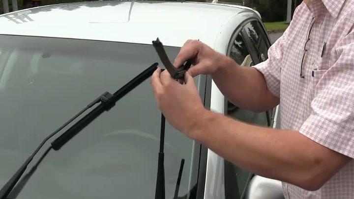Bilpleie: Hvordan bytte vindusviskere