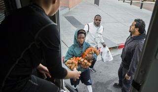 Thanksgiving turkey giveaway helps needy in Las Vegas