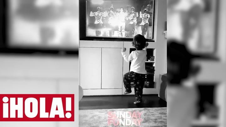 Sara Carbonero presume de su pequeño Michael Jackson: su hijo Lucas