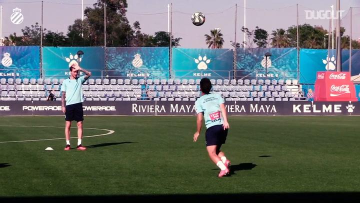 RCD Espanyol play header keep-ups