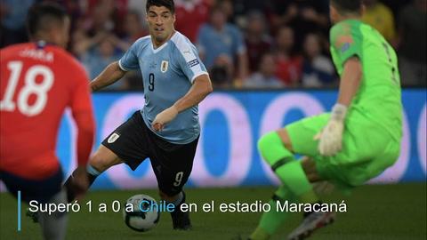 Uruguay le gana a Chile con gol de Cavani y se adueña del Grupo C