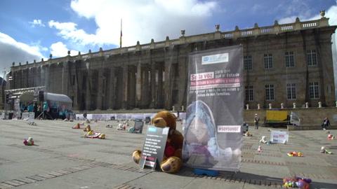 La protesta de los peluches denuncia violencia sexual contra menores en Colombia