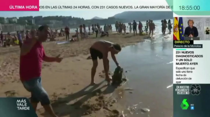 Agreden con un palo a un reportero de La Sexta en pleno directo en la playa de la Concha