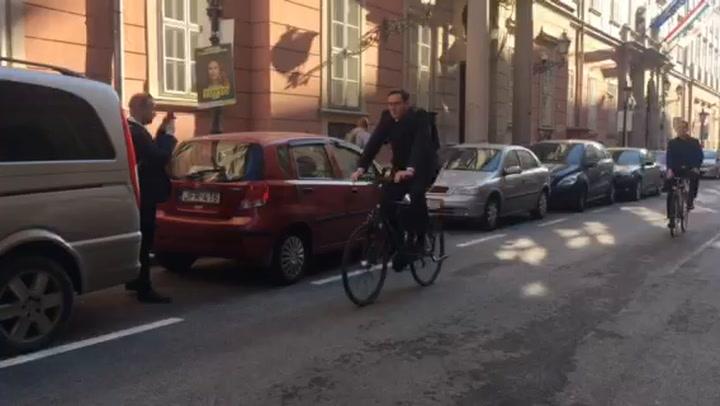 Karácsony Gergely biciklivel érkezett a Városházára