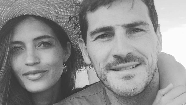 Iker Casillas y Sara Carbonero, \'enganchados\' a \'Verano azul\'