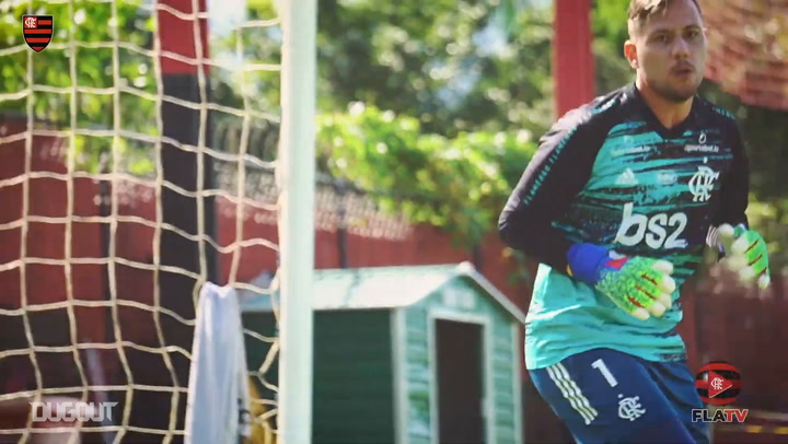 Flamengo goalkeepers put in the work in training