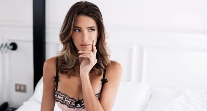 Marta López realiza su posado más sensual
