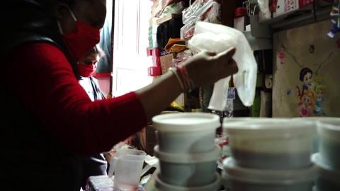 Trabajadoras sexuales peruanas organizan olla común para sobrevivir bajo pandemia