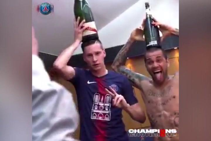 Locura en el vestuario del PSG al ganar la Ligue1