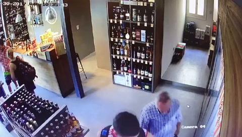 Así roban los delincuentes en los locales del centro rosarino