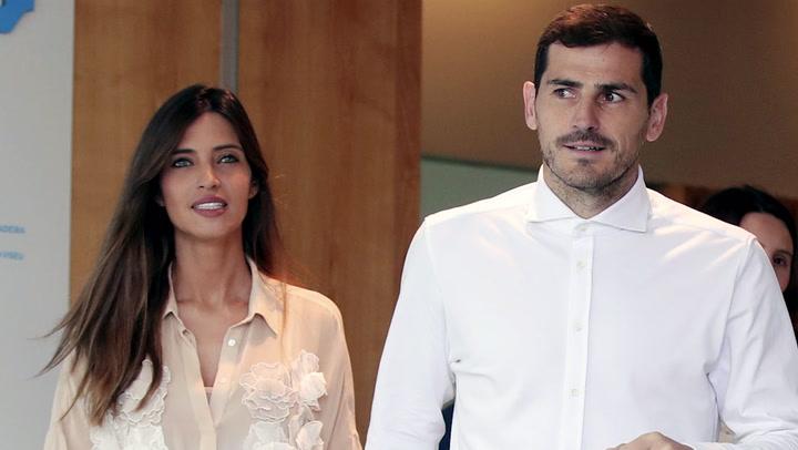 Sara Carbonero e Iker Casillas se protegen gracias a ¡dos mini Goku!