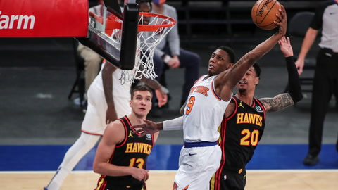 What are the odds for Knicks in Game 1 against Hawks?