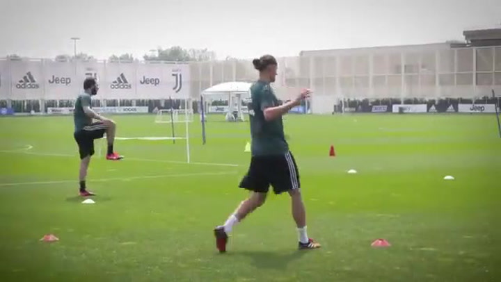 Higuaín y Rabiot, de vuelta a los entrenamientos bajo la atenta mirada de Sarri