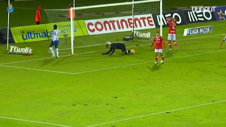 Golaço acrobático de Luis Díaz pelo Porto contra o Santa Clara