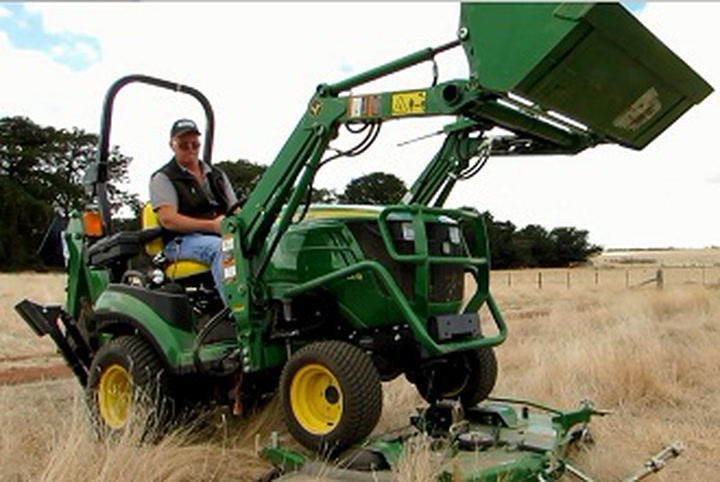 John Deere 1025R sub-compact utility tractor review