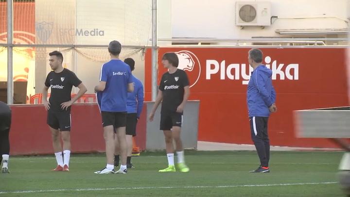Caparrós dirige su primera sesión de entrenamiento