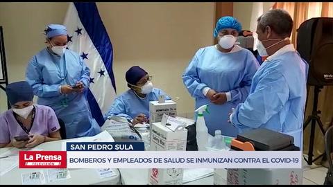 Bomberos y empleados de salud en San Pedro Sula se inmunizan contra el covid-19
