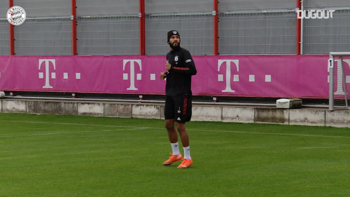 Choupo-Moting and Douglas Costa take part in FC Bayern training