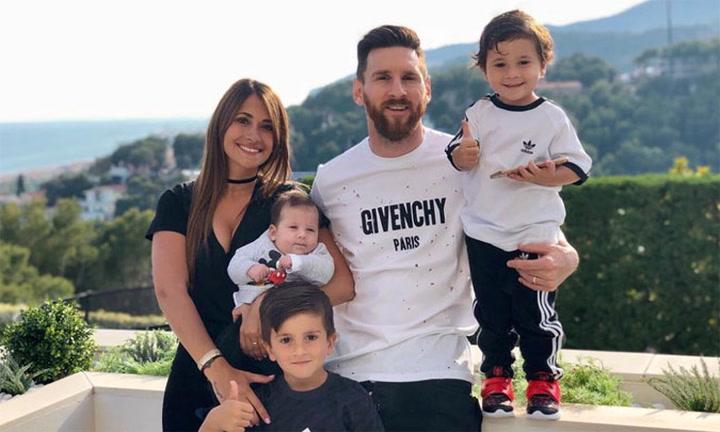 Los divertidos comentarios de los hijos de Leo Messi al ver a su padre jugando al fútbol con su perro