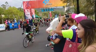 Ambiente de aficionados en la 7ma Vuelta Cilcística El Heraldo