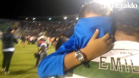 El conmovedor llanto de un niño afectado por el gas lacrimógeno
