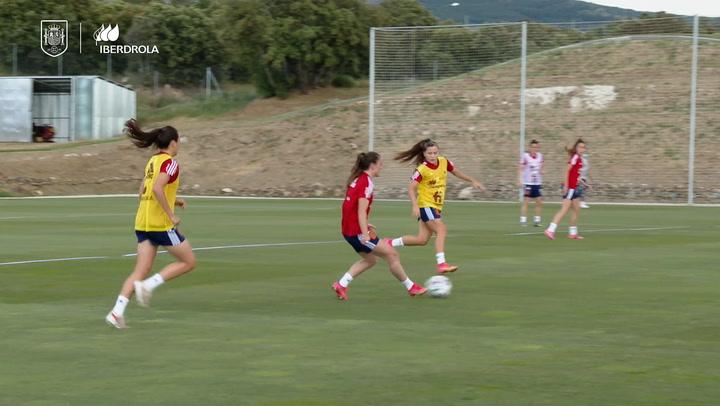 La selección femenina se ejercita en Los Ángeles de San Rafael
