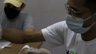 Máscaras artesanales para médicos a merced del covid-19 en Venezuela