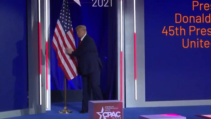 Trump reaparece en su primer acto político tras dejar la Casa Blanca
